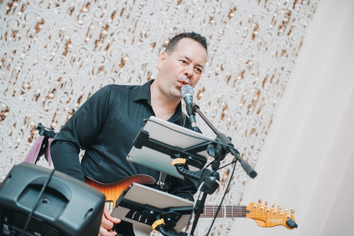 Egyszemélyes Party Zenész - Esküvői Zenész